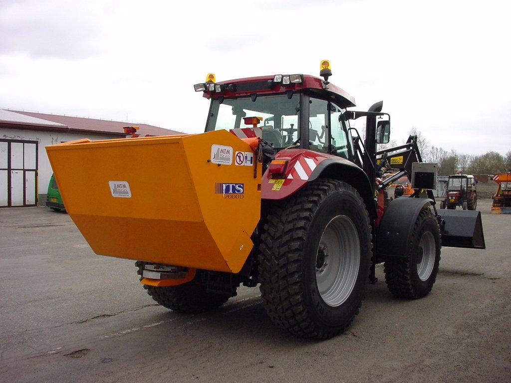 Spreaders with spreading disc, self loaded